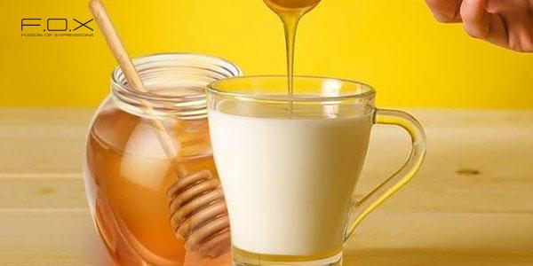 Đắp mặt bằng sữa tươi không đường và mật ong