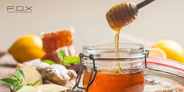Cách trị sưng môi với mật ong nguyên chất