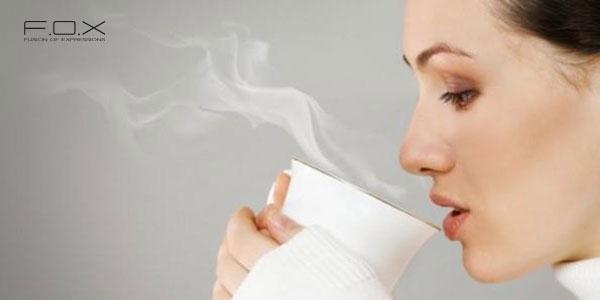 Cách trị sưng môi với nước ấm