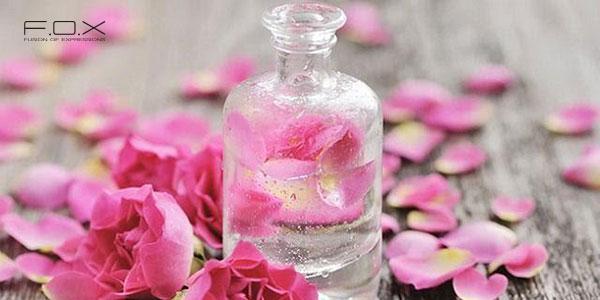 Nước tẩy trang và nước hoa hồng có giống nhau không