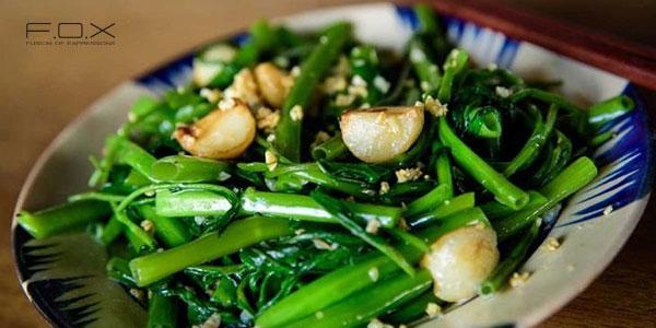 Không ăn rau muống sau khi phun môi