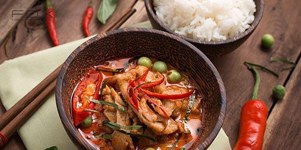 Tránh ăn các món ăn cay nóng sau khi xăm môi