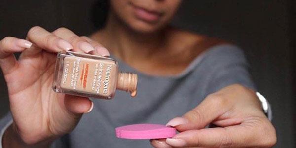 Kem nền cho da nhạy cảm Neutrogena Skinclearing oil Free