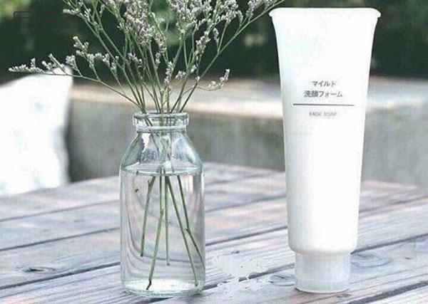 Sữa rửa mặt cho da khô của Nhật Muji Face Soap