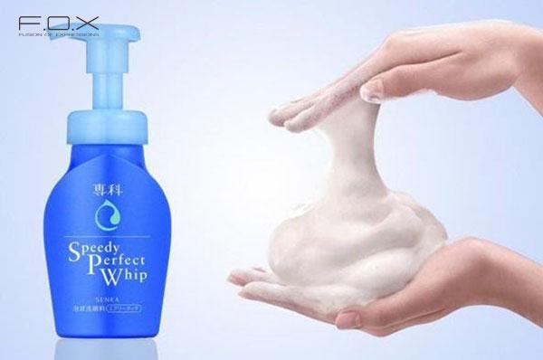 Sữa rửa mặt cho da khô của Nhật Senka Speedy Perfect Whip