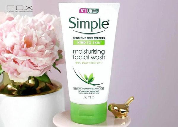 Sữa rửa mặt cho da khô Simple Kind To Skin Moisturising Facial Wash