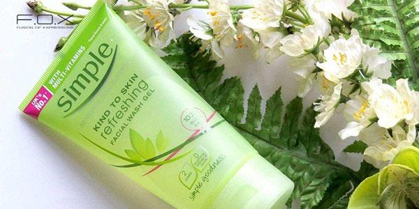 Sữa rửa mặt trị mụn cám Simple Refreshing Facial Wash